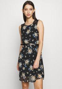 Vero Moda - VMSUNILLA SHORT DRESS - Vestido informal - black - 0