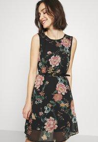 Vero Moda - VMSUNILLA SHORT DRESS - Denní šaty - black - 4