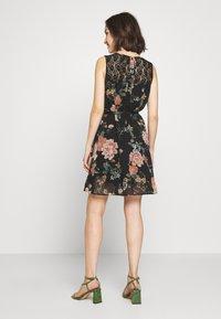Vero Moda - VMSUNILLA SHORT DRESS - Denní šaty - black - 2