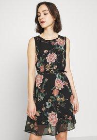 Vero Moda - VMSUNILLA SHORT DRESS - Denní šaty - black - 0