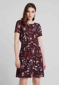 Vero Moda - AUTUMN AMAZE SHORT DRESS - Denní šaty - port royale - 0