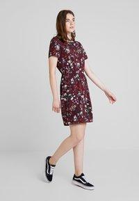 Vero Moda - AUTUMN AMAZE SHORT DRESS - Denní šaty - port royale - 1