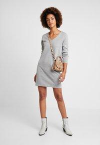 Vero Moda - VMDIANE V-NECK DRESS - Abito in maglia - light grey melange - 1
