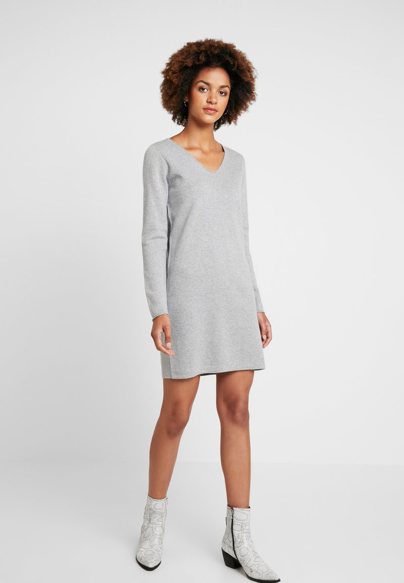Vero Moda - VMDIANE V-NECK DRESS - Pletené šaty - light grey melange