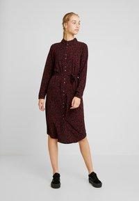 Vero Moda - VMSASHA - Skjortklänning - port royale/annie - 0