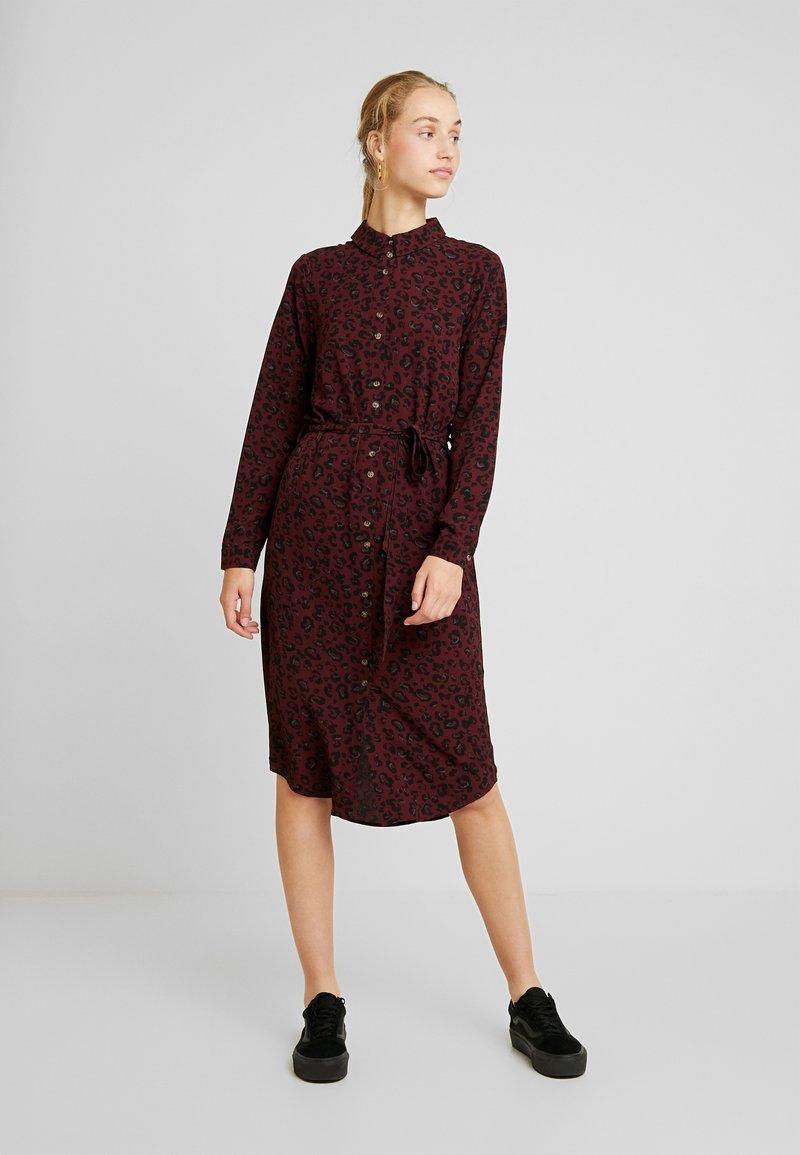 Vero Moda - VMSASHA - Skjortklänning - port royale/annie