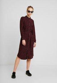 Vero Moda - VMSASHA - Skjortklänning - port royale/annie - 2