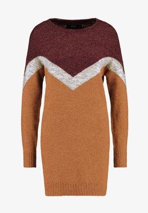 VMLUNA GINGER BLOCK O-NECK DRESS - Jumper dress - tobacco brown/port royale