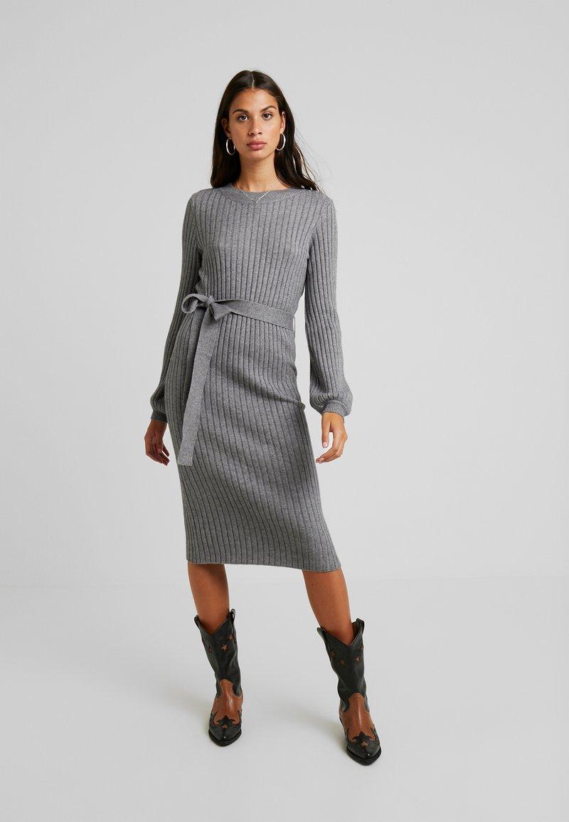 Vero Moda - VMSVEA - Sukienka dzianinowa - medium grey melange