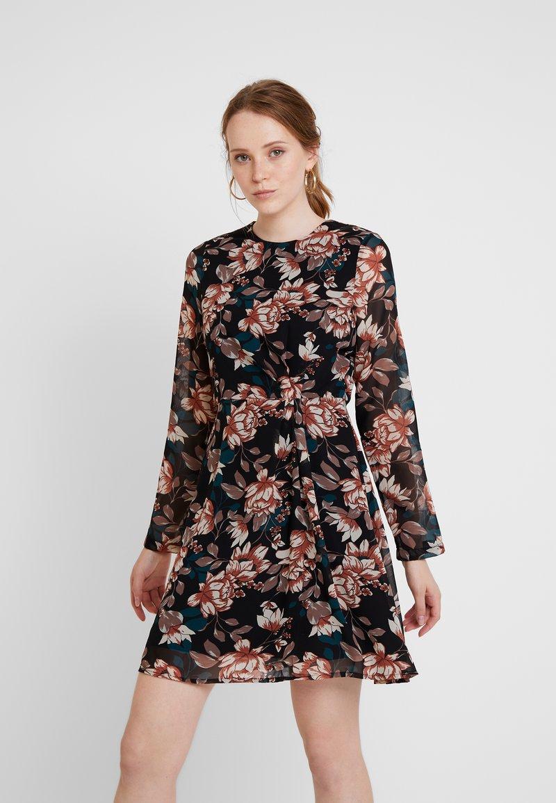 Vero Moda - VMWILMA SHORT DRESS - Freizeitkleid - black
