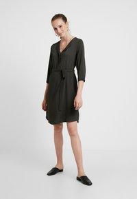 Vero Moda - VMGRACE - Denní šaty - peat - 2