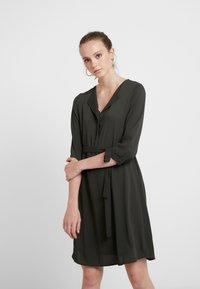 Vero Moda - VMGRACE - Denní šaty - peat - 0