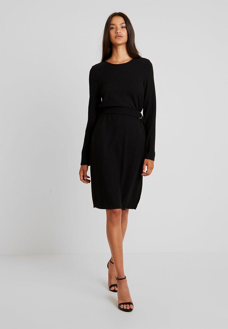 Vero Moda - VMCIRKEL O NECK DRESS - Pouzdrové šaty - black