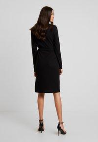 Vero Moda - VMCIRKEL O NECK DRESS - Pouzdrové šaty - black - 3