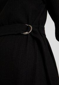 Vero Moda - VMCIRKEL O NECK DRESS - Pouzdrové šaty - black - 6