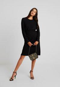 Vero Moda - VMCIRKEL O NECK DRESS - Pouzdrové šaty - black - 2