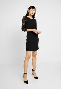 Vero Moda - VMCLARA 3/4 SHORT DRESS - Etuikleid - black - 2