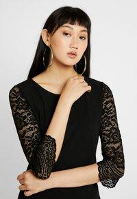 Vero Moda - VMCLARA 3/4 SHORT DRESS - Etuikleid - black - 4
