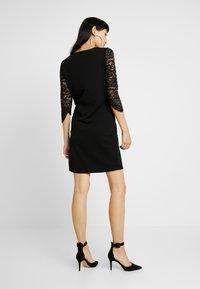 Vero Moda - VMCLARA 3/4 SHORT DRESS - Etuikleid - black - 3