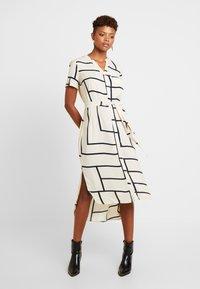 Vero Moda - VMDALION SLIT DRESS  - Skjortklänning - oyster grey - 0