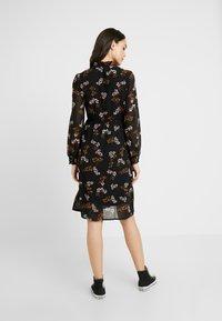 Vero Moda - VMROSSY SMOCK DRESS - Sukienka letnia - black - 2