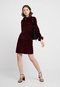 Vero Moda - VMTARA SHORT DRESS - Skjortekjole - port royale - 2