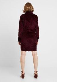 Vero Moda - VMTARA SHORT DRESS - Skjortekjole - port royale - 3