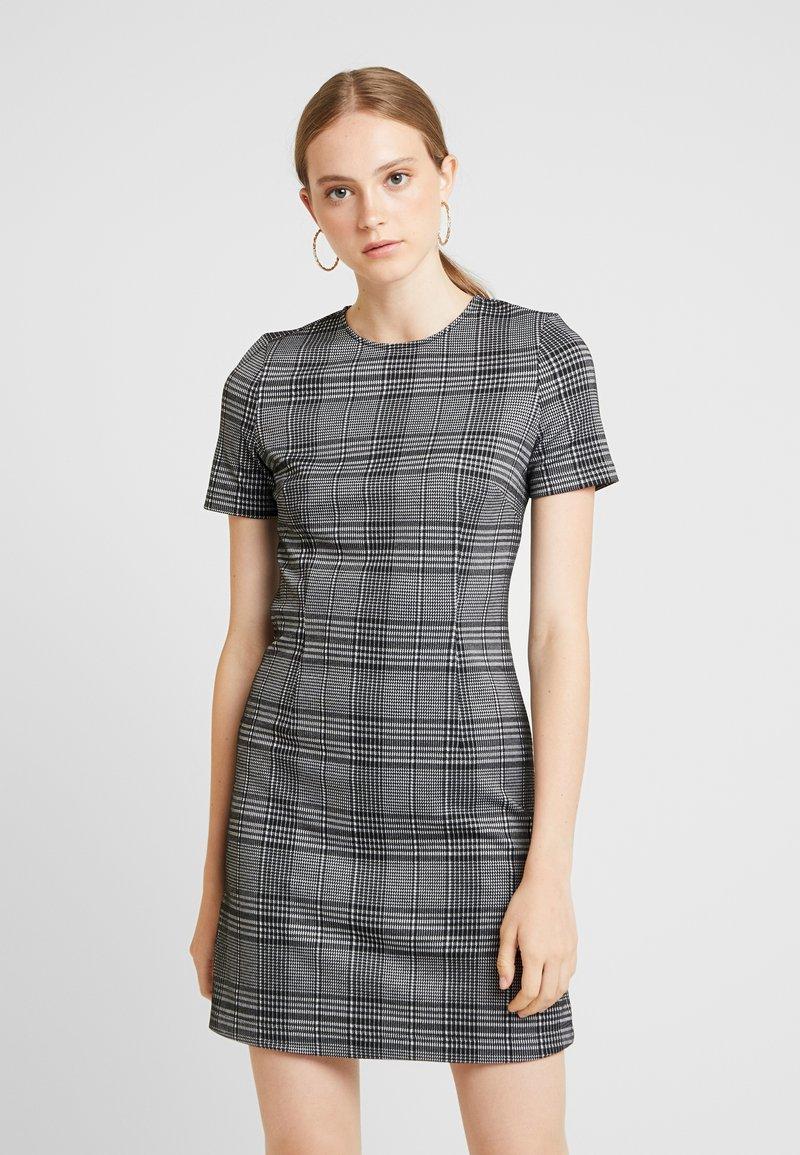 Vero Moda - VMTOKA SHORT DRESS - Vestido ligero - black/white