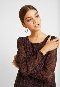 Vero Moda - VMROBERTA ANCLE DRESS - Maxi šaty - night sky/tortoise - 4