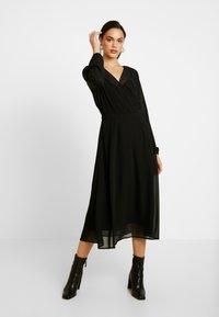 Vero Moda - VMGROA WRAP DRESS - Robe d'été - black - 0