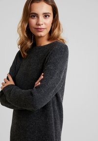 Vero Moda - VMBLAKELY IVA O NECK ZIPPER - Jumper dress - dark grey melange - 4