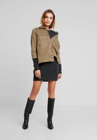 Vero Moda - VMBLAKELY IVA O NECK ZIPPER - Jumper dress - dark grey melange - 2