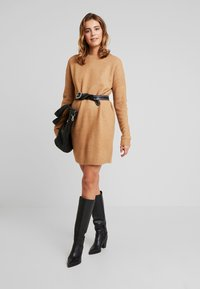 Vero Moda - VMBLAKELY IVA O NECK ZIPPER - Strikket kjole - tobacco brown/melange - 2