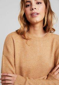 Vero Moda - VMBLAKELY IVA O NECK ZIPPER - Strikket kjole - tobacco brown/melange - 6
