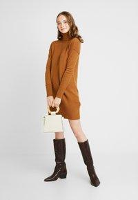 Vero Moda - VMLUCI  - Gebreide jurk - tobacco brown - 2