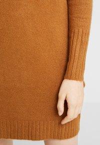 Vero Moda - VMLUCI  - Gebreide jurk - tobacco brown - 6