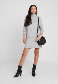 Vero Moda - VMBRILLIANT ROLLNECK DRESS - Neulemekko - light grey melange - 2