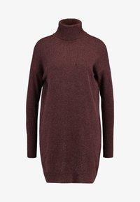 Vero Moda - VMBRILLIANT ROLLNECK DRESS - Pletené šaty - port royale - 4