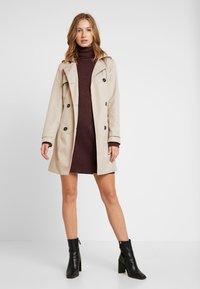 Vero Moda - VMBRILLIANT ROLLNECK DRESS - Pletené šaty - port royale - 2