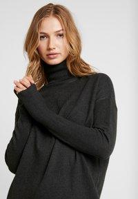 Vero Moda - VMBRILLIANT ROLLNECK DRESS - Jumper dress - peat - 5