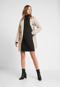 Vero Moda - VMBRILLIANT ROLLNECK DRESS - Jumper dress - peat - 2