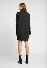 Vero Moda - VMBRILLIANT ROLLNECK DRESS - Jumper dress - peat - 3