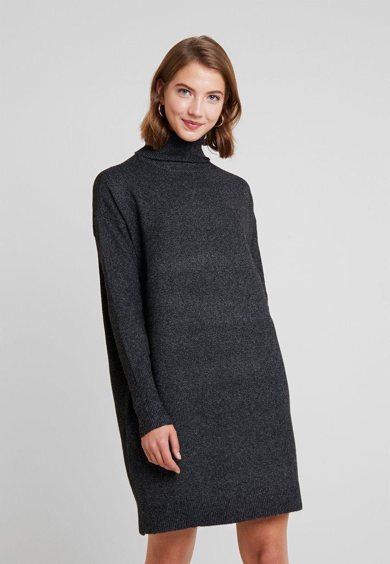 Vero Moda - VMBRILLIANT ROLLNECK DRESS - Strickkleid - black