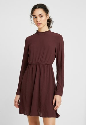 VMARWEN SHORT DRESS - Robe d'été - madder brown