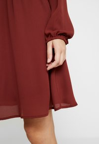 Vero Moda - VMALLINA SHORT DRESS - Robe d'été - madder brown - 6