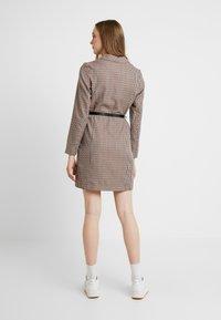 Vero Moda - VMALICIA SHORT DRESS - Robe d'été - tobacco brown - 3