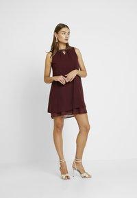 Vero Moda - VMELINA BEAD DRESS - Denní šaty - port royale - 2