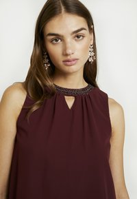 Vero Moda - VMELINA BEAD DRESS - Denní šaty - port royale - 5