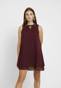 Vero Moda - VMELINA BEAD DRESS - Denní šaty - port royale - 0