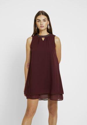 VMELINA BEAD DRESS - Denní šaty - port royale